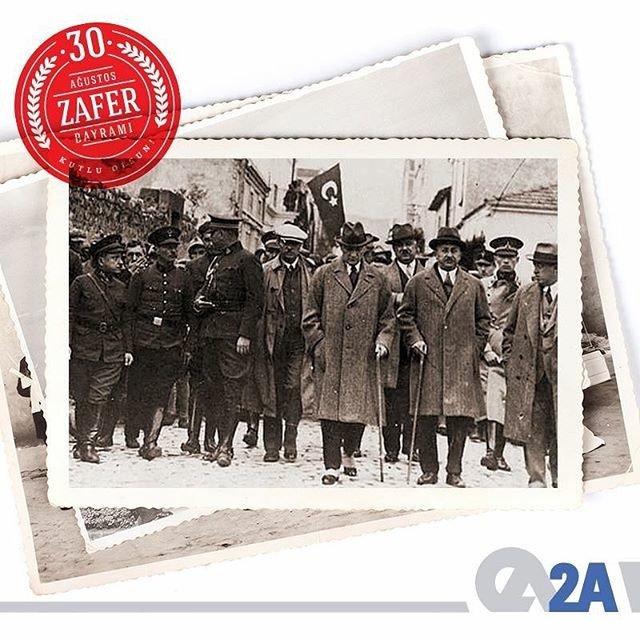 Ay yıldızlı bayrağımızı özgürce dalgalandıran, bu bayrağın altında özgürce yaşamamıza olanak sağlayan başta Mustafa Kemal Atatürk olmak üzere tüm şehitlerimizi rahmetle anıyoruz. #30Ağustos #ZaferBayramı